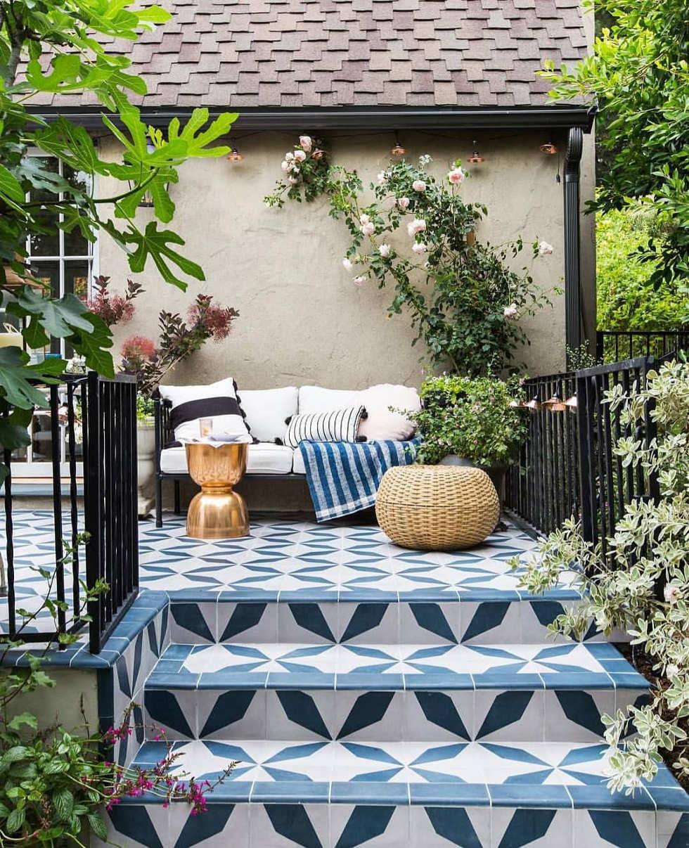 24 Trendy Desain Teras Rumah Belakang Paling Banyak di Cari